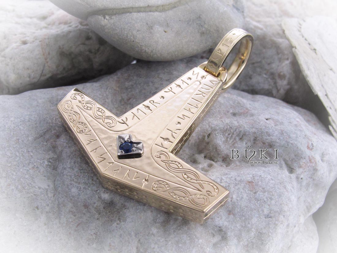 Torshammare i 18K guld med runor och Safir