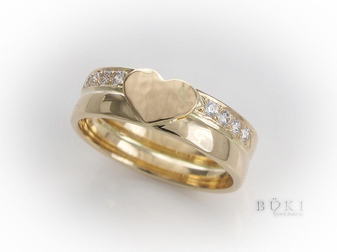 dubbelring-18k-med-hamrat-hjärta-och-diamanter