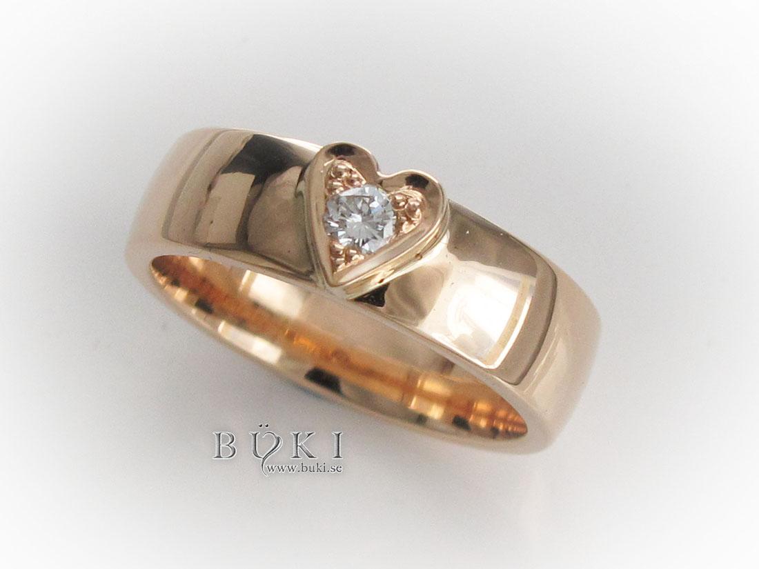 ring-18k-med-enkelt-hjärta-och-diamant
