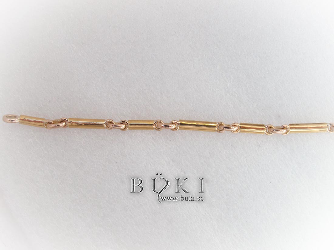 Armband med berlock gjort av gamla ringar i 18K och 23K