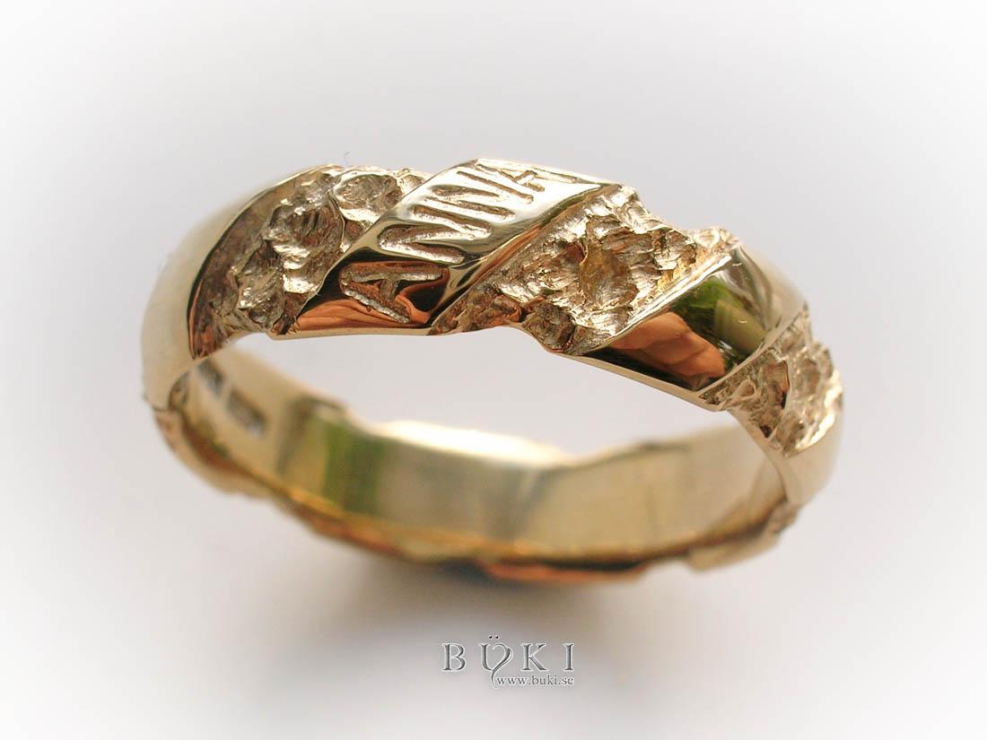 Ravin-Twist-förlovningsring-i-18k-guld